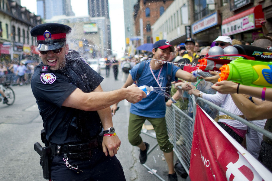 Toronto cop with water gun