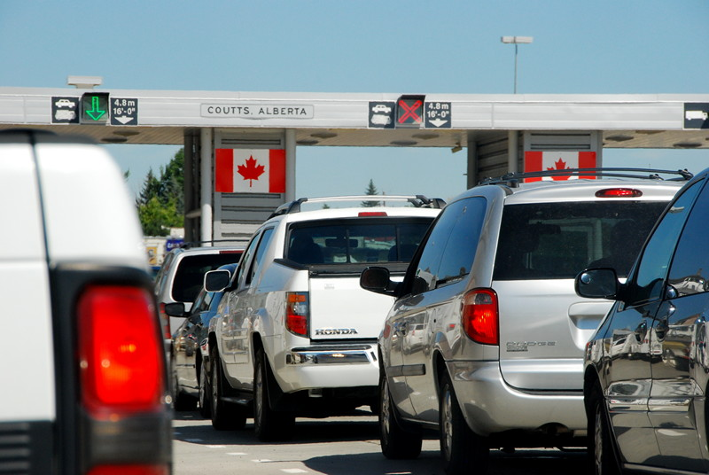 Lineup to Canadian border