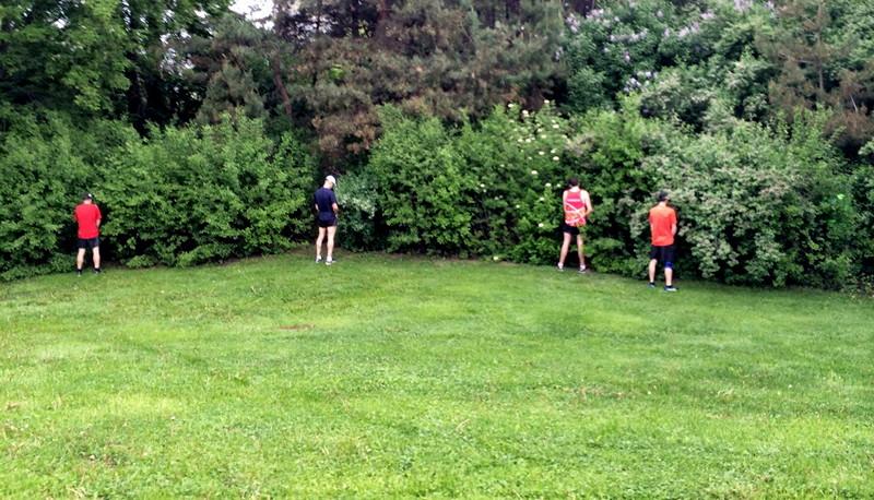 Marathon participants pee