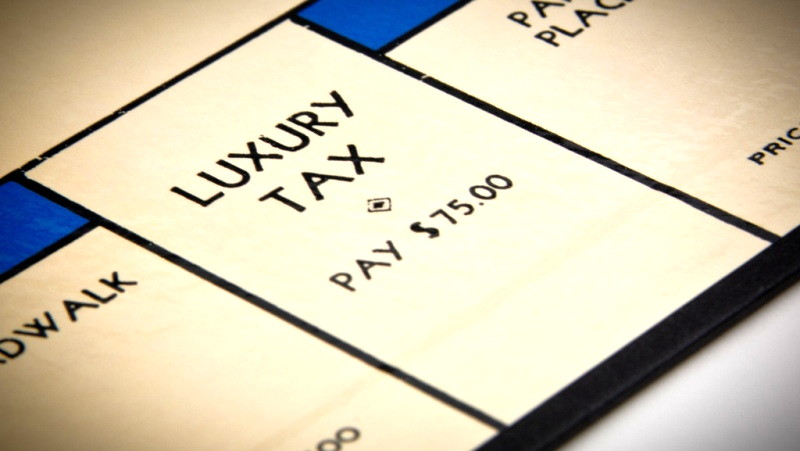 Monopoly luxury tax card